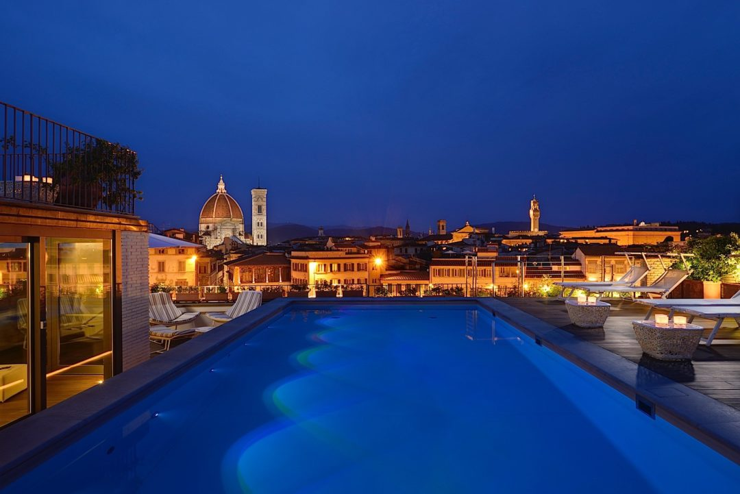 04_ROOFTOP_POOL-photo_gallery-Rooftop_Pool_and_View_at_Grand_Hotel_Minerva_by_night_th