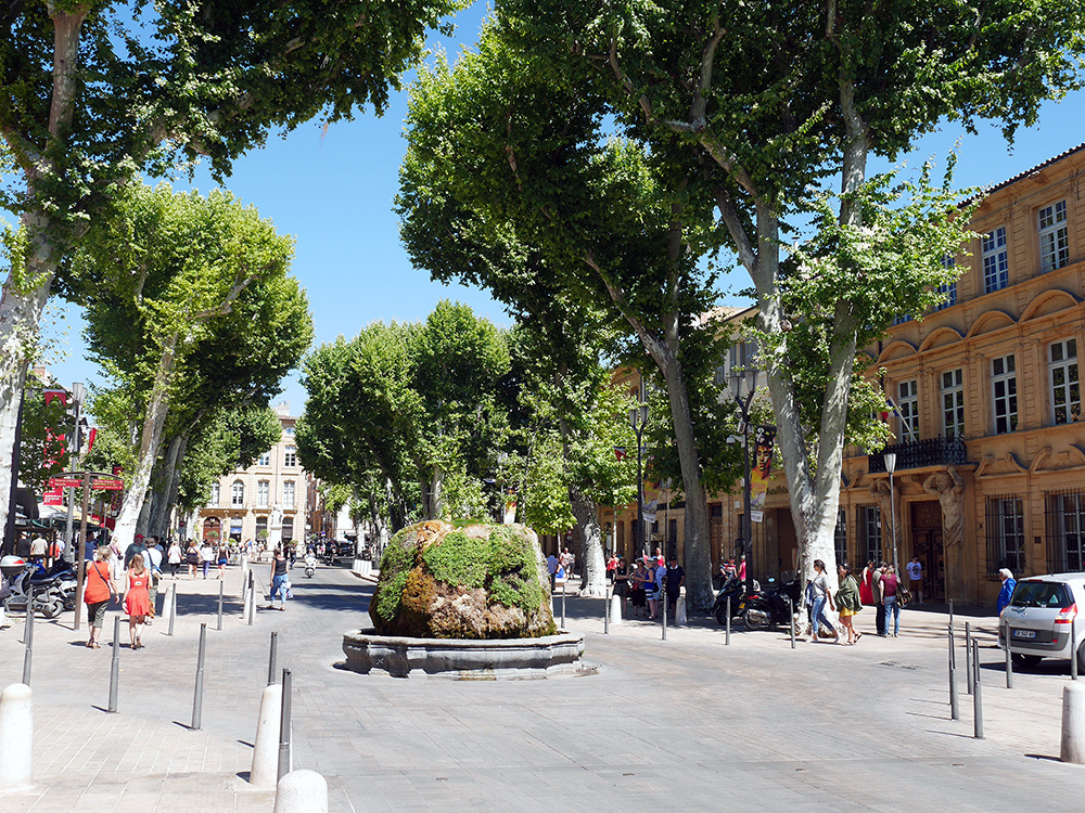 Cours-Mirabeau-hot-water-fountain-Aix-en-Provence